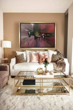 Do you want to update the decor of your room? Home Staging, economical and efficient, is probably the solution for you! On sunny days, a distinguished guest slipped into your room: Home Staging! Glam Living Room, Living Room Paint, Living Room Decor, Living Room Goals, Cream And Gold Living Room, Decor Room, Living Room Sets, Living Room Chairs, Living Room Furniture