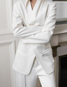 Le costume blanc immaculé, une bonne alternative à la classique robe de mariée ! (costume Damoy Antwerp)