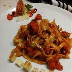 Fettuccine con pomodorini del Vesuvio con provola e speck del Trentino