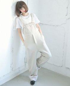 Tina Tamashiro in white Japan Fashion, Look Fashion, Daily Fashion, Girl Fashion, Fashion Outfits, Hello Hair, Japan Girl, Girl Short Hair, Poses