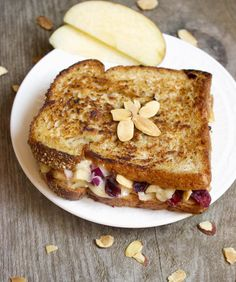 Grilled Brie Cheese with Apple Chutney - This is so easy and MAJORLY delicious. You NEED to try this #sandwich! | Foodfaithfitness.com | #grilledcheese #recipe