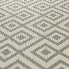 Mardi Gras 592 Sagres Grey Patterned Vinyl Flooring