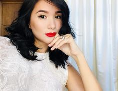 Heart Evangelista allegedly will run as the Mayor of Sorsogon, the hometown of her husband Senator Chiz Escudero, this coming 2019 elections. Filipino, Heart Evangelista Style, Filipina Actress, Love Her Style, Celebs, Celebrities, Girl Crushes, Skin Makeup, Photo Poses
