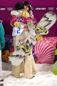 Team USA just snagged two more medals in the snowboarding halfpipe finals! Newbie Kaitlyn Farrington won the gold and snowboard legend Kelly Clark took home the bronze.  #SelfMagazine