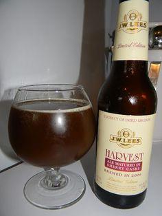 Cerveja J.W. Lees Harvest Ale Sherry, estilo Barley Wine, produzida por J.W. Lees & Co, Inglaterra. 11.5% ABV de álcool.