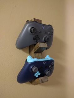xbox stand Made to order Wooden Controller Stand. Can hold Xbox Xbox One, Playstation 3 and Playstaion 4 controllers. Best Fit is Xbox controllers, but It will work with almost all controllers. Small Wood Projects, Home Projects, House Games, Game Storage, Video Game Rooms, Xbox Controller, Gaming Room Setup, Game Room Design, Game Room Decor