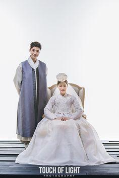 한복린 결혼한복 터치오브라이트 스튜디오에서 촬영한 한복린 신랑신부 결혼한복입니다.전통한복의 고급스...