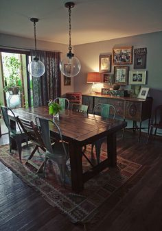 Love the earthy feel of this dining room. And the opposing wall is completely chalkboard painted :)