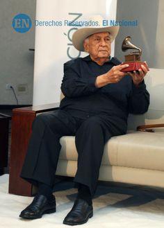 Acto de entrega del Latin Grammy a Juan Vicente Torrealba, lugar en el Hotel Altamira Village.Caracas, 08-01-2015 (HENRY DELGADO / ARCHIVO EL NACIONAL)