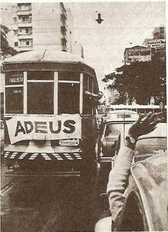 1966 - Avenida Paulista e o adeus a mais uma linha de bondes.
