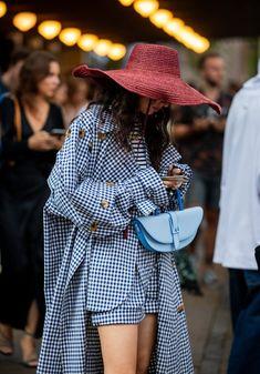 Copenhagen Fashion Week Street Style - Copenhagen Fashion Week Street Style Source by evin - New Fashion, Autumn Fashion, Fashion Outfits, Womens Fashion, Fashion Trends, Fashion Weeks, Yellow Fashion, Fashion Studio, Grunge Outfits