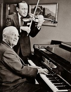 This 1959 photograph pictures President Harry Truman playing the piano, accompanied by comedian Jack Benny on his trademark violin. Photograph of President Harry S. Truman Playing the Piano While Jack Benny Plays the Violin, via DocsTeach Presidents Wives, American Presidents, American History, Harry Truman, High Society, Presidential History, Presidential Trivia, Jack Benny, Historia Universal