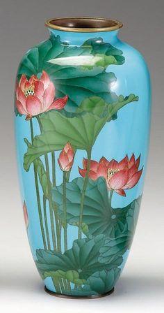 4 Creative And Inexpensive Tips: Cylinder Vases Ideas concrete vases painted.Antique Vases Style vases centerpieces with balloons. Vase Design, Design Floral, Japanese Vase, Japanese Porcelain, Japanese Pottery, Vase Centerpieces, Vases Decor, Porcelain Vase, Ceramic Vase