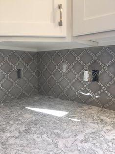 MS International Dove Gray Arabesque in. x 8 mm Glazed Ceramic Mesh-Mounted Mosaic Wall Tile sq. / case)-PT-DG-ARABESQ - The Home Depot This tile in white Arabesque Tile Backsplash, Grey Backsplash, Mosaic Wall Tiles, Backsplash Kitchen White Cabinets, Grey Granite Countertops, Painting Bathroom Tiles, Grey Kitchen Walls, Metal Cabinets, Backsplash Design