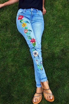 Items similar to Hand Painted Floral Jeans on Etsy Painted Jeans, Painted Clothes, Hand Painted, American Eagle Outfitters Style, Jeans Refashion, Floral Jeans, Denim Ideas, Denim Branding, Hippie Style
