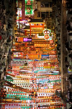 Temple Street, Hong Kong - a great place to shop. yeah, i've been here before -