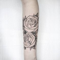 "828 Likes, 14 Comments - Graeme Maunder (@graememaundertattoo) on Instagram: ""Roses and little berries wrapping her forearm."""
