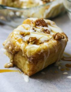 How to make homemade caramel pecan cinnamon rolls from scratch! Who loves moist & fluffy cinnamon rolls as much as I do? Well, apparently a lot of you! The other day I posted a picture on my i… Cinnamon Rolls From Scratch, Pecan Cinnamon Rolls, Pecan Rolls, Cinnamon Syrup, Strudel, Croissants, Breakfast Recipes, Dessert Recipes, Brunch Recipes
