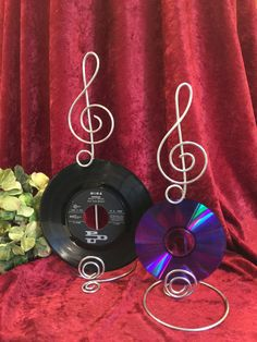 10 Music Note Centerpiece Treble Clef Sign Card Holder Wire Stand Record CD's Table numbers and Ph Music Centerpieces, Sock Hop Party, Photo Holders, Card Holders, Music Party, Treble Clef, 50th Birthday Party, Menu Cards, Music Notes