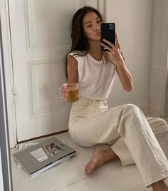 8 Trendy New Basics That Are Just *Chef's Kiss* Street Style Outfits, Mode Outfits, Casual Outfits, Fashion Outfits, Fashion Tips, Fashion Trends, Summer Outfits, Fashion Beauty, Basic Outfits