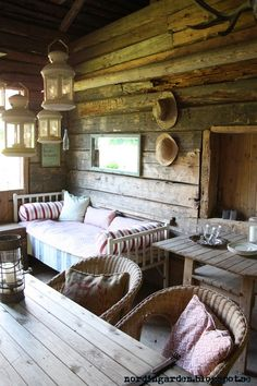 Warm and rustic living room Log Cabin Living, Log Cabin Homes, Log Cabins, Rustic Cabins, Cabin Interiors, Rustic Interiors, Sleeping Porch, Little Cabin, Cabins And Cottages