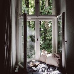 Still a touch of summer - could stay in a spot like this all day. #inspiration #sundaymood #houzoslo #photosourceunknown