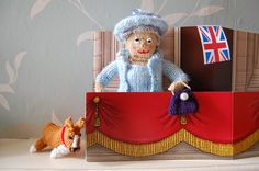 These knitted Queens are making me smile.