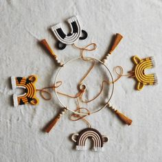 Macrame Design, Macrame Art, Macrame Projects, Diy Home Crafts, Baby Crafts, Crochet Fall Decor, Baby Girl Shower Themes, Pressed Flower Art, Boho Diy