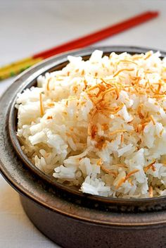 Coconut Rice An easy make-ahead dish. Cooked in coconut milk, it has a subtle coconut flavour that goes well with Asian or Thai food.An easy make-ahead dish. Cooked in coconut milk, it has a subtle coconut flavour that goes well with Asian or Thai food. Thai Dishes, Rice Dishes, Thai Coconut Rice, Thai Rice, Asian Rice, Toasted Coconut, Coconut Jasmine Rice, Jasmine Rice Recipes, Coconut Oil