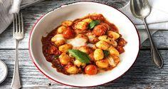 Schnell und einfach: Überbackene Gnocchi. Genieße unser Rezept mit frischen Gnocchi und Mozzarella, Hartkäse und Kirschtomaten.