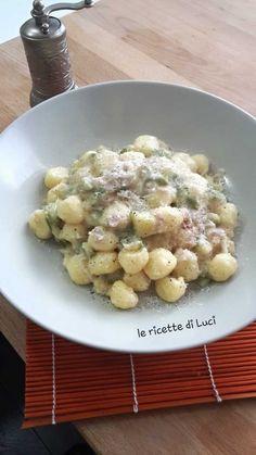Gnocchetti con zucchine, cotto e panna sono ideali se non avete tempo per cucinare. E'facile ma gustosissimo e veloce da preparare!!!! Buon appetito!!!