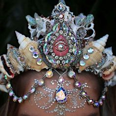 Mermaid Crowns Are Letting People Unleash Their Inner Sea-Goddess. - http://www.lifebuzz.com/mermaid-crowns/