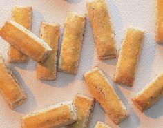 Nussstängeli - Rezeptdatenbank - Swissmilk Biscuits, Cake & Co, Desert Recipes, Holiday Baking, International Recipes, Cornbread, Sweet Potato, Deserts, Sweets