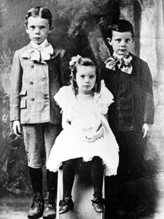 Huey P. Long (1893-1935)   Huey, Lucille and Earl Long as children  http://www.hueylong.com/life-times/childhood.php