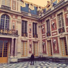 Instagram's kelliadams discovers the details of Versailles.