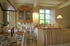 Ferienhaus Camaiore mit Terrasse oder Balkon für bis zu 2 Personen mieten Hotel Airbnb, Kitchen Island, Table, Furniture, Home Decor, Patio, Cottage House, Balcony, Italy