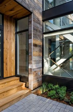 Diseño de Interiores & Arquitectura: Casa Moderna de Dos Pisos con Grandes Superficies Acristaladas