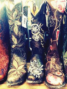 Floral embellished boots for spring http://www.countryoutfitter.com/products/29853-womens-gardenia-floral-boot-red-oklahoma