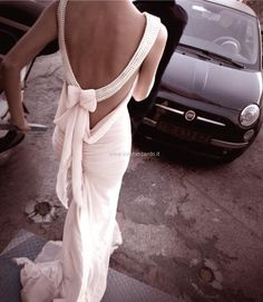 abito da sposa con fiocco