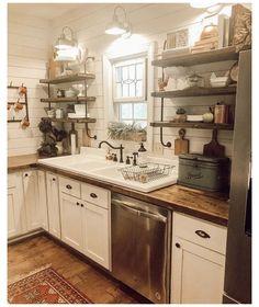 Small Farmhouse Kitchen, Kitchen Redo, Home Decor Kitchen, Rustic Kitchen, New Kitchen, Home Kitchens, Kitchen Remodel, Country Kitchen Ideas Farmhouse Style, Vintage Kitchen Sink