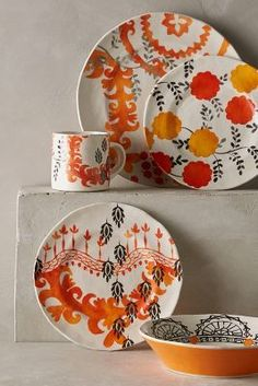 New Dinnerware Sets & Kitchen Essentials Pottery Painting, Ceramic Painting, Pottery Plates, Dinnerware Sets, Dinnerware Designs, Plate Design, Side Plates, Clay Creations, Decoration