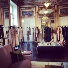 1000 images about valentino haute couture on pinterest valentino haute co - Showroom point p paris ...