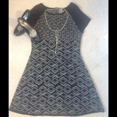 Adorable Sweater Dress! Adorable sweater dress. Armpit to armpit measures 20 inches. 40 inches in length. Great for transitional weather. Taylor Dresses Dresses