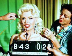 alpinemastiff: Jayne Mansfield make-up test (source) Jayne Mansfield, Vintage Hollywood, Hollywood Glamour, Classic Hollywood, Hollywood Icons, Hollywood Stars, Olivia Benson, Lana Turner, New York Unité Spéciale
