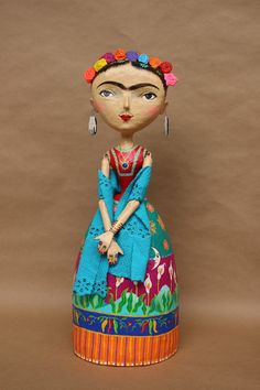 paper mache figures Paper Crafts - The Ultimate Craft Ideas Paper crafts had been very popular for a Paper Mache Clay, Paper Mache Sculpture, Paper Mache Crafts, Clay Crafts, Clay Art, Bottle Art, Bottle Crafts, Paper Dolls, Art Dolls