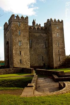 Bunratty Castle - County Claire, Ireland - I've been there....AMAZING place and would love to go back.
