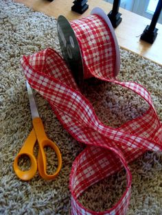 how to tie a fancy bow  Love that ribbon for Christmas....and Valentines Day!
