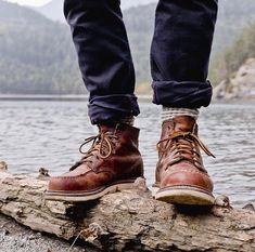 Change of season, not of boots. Red Wing Boots Men, Red Wing Shoes, Rugged Men, Rugged Style, Man Style, Fashion Shoes, Mens Fashion, Mens Gear, Brompton