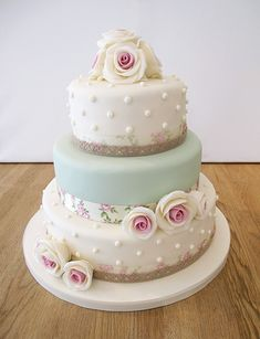 Vintage Floral and Polka Dot Wedding Cake Beautiful Wedding Cakes, Gorgeous Cakes, Pretty Cakes, Cute Cakes, Amazing Cakes, Shabby Chic Cakes, Shabby Chic Wedding Cakes, Vintage Wedding Cakes, Polka Dot Wedding