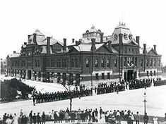 Pullman strikers outside Arcade Building in Pullman, Chicago. The Illinois National Guard can be seen guarding the building during the Pullman Railroad Strike in Image: Public Domain, courtesy of Wikipedia Pullman Chicago, Grover Cleveland, Federal Holiday, Us History, American History, National Guard, Day Off, Historical Photos, Troops